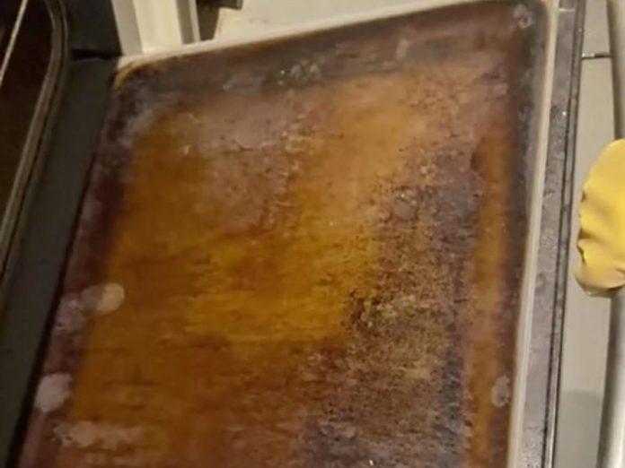 Брудне скло духовки до чищення
