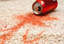 Плями на килимі
