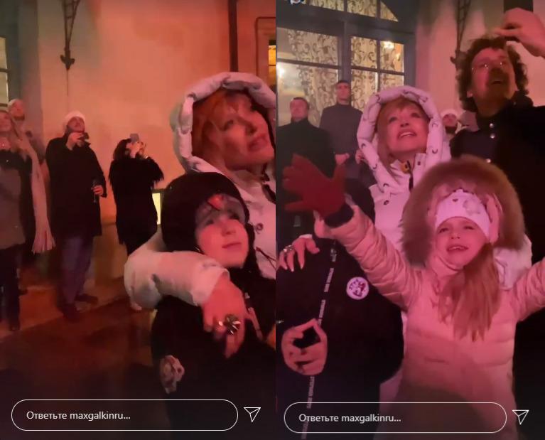 Алла Пугачева с детьми наблюдают праздничный салют