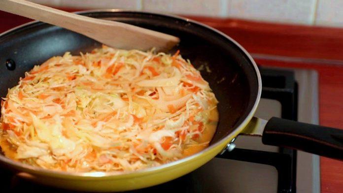 Апетитний пиріг-омлет з капусти