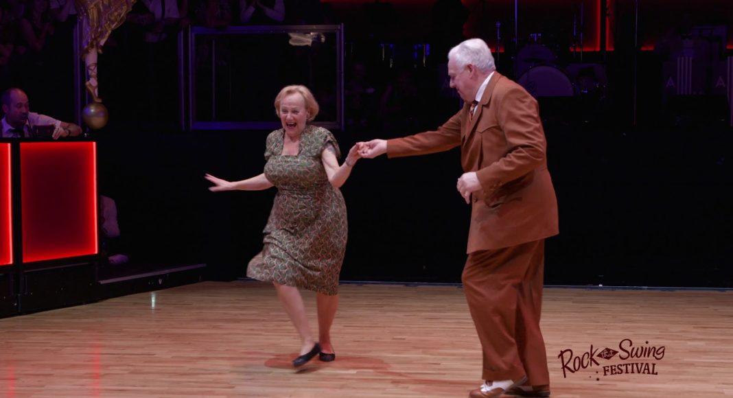 Зажигательный танец пожилой пары