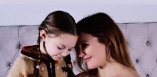 Мерьем Узерли позировала в нежной фотосессии через три недели после родов