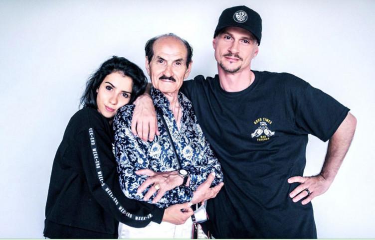 Григорий Чапкис с сыном и внучкой