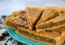Песочный пирог с орехами и сгущенкой