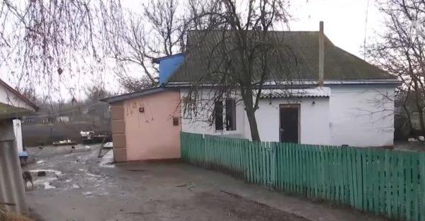 Скріншот з сюжету телеканалу 1 + 1 - ймовірний батьківський будинок Олега Винника