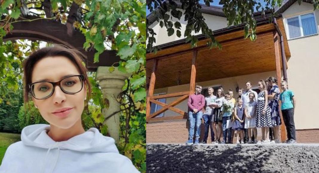 Оксана Марченко и семья Бусько у своего нового дома