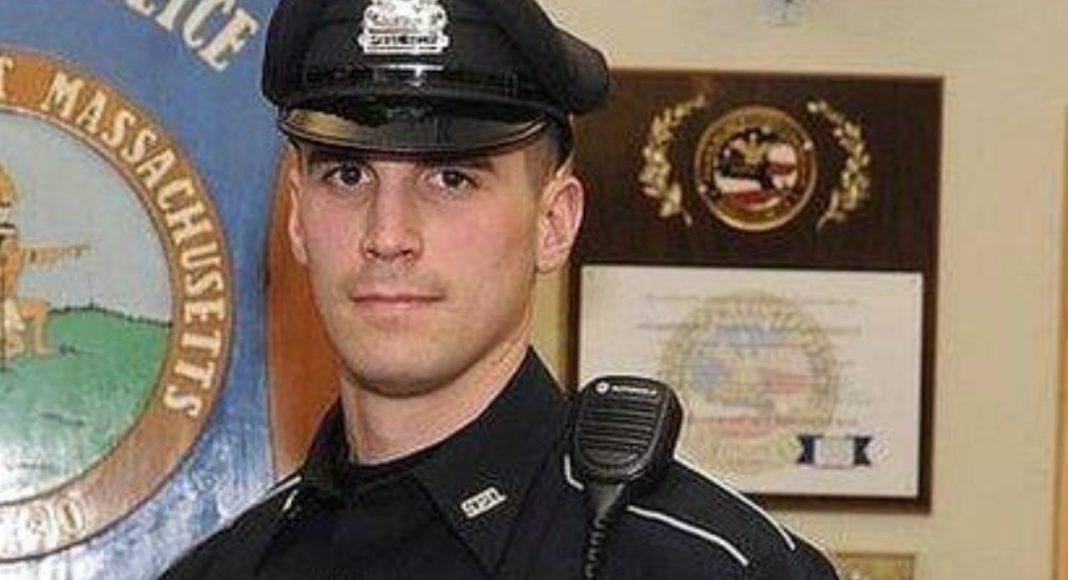 Мэтт Лима - полицейский из США, который помог семье, и купил еду на Рождество