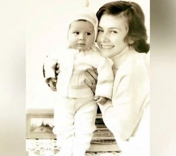 Дан Балан в дитинстві з мамою