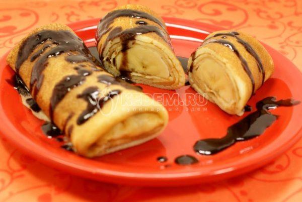 Ажурные блины с бананом (используется дрожжевое тесто)