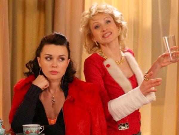Актриса Ольга Прокофьева и Анастасия Заворотнюк (справа налево)