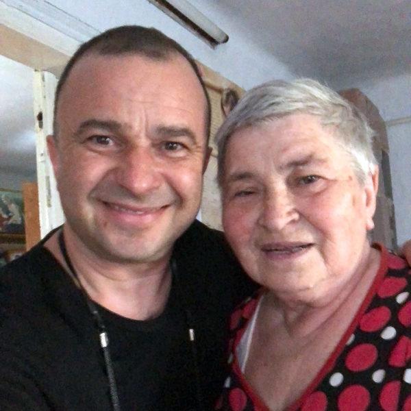 Виктор Павлик со своей мамой