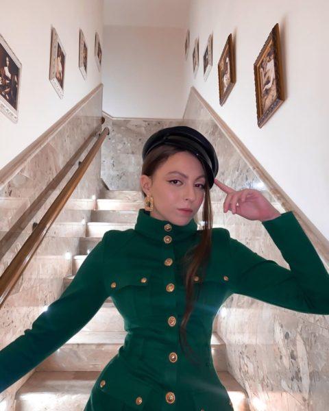 Дочь Оли Поляковой Маша расставила длинные ноги, чтобы показать свою страсть