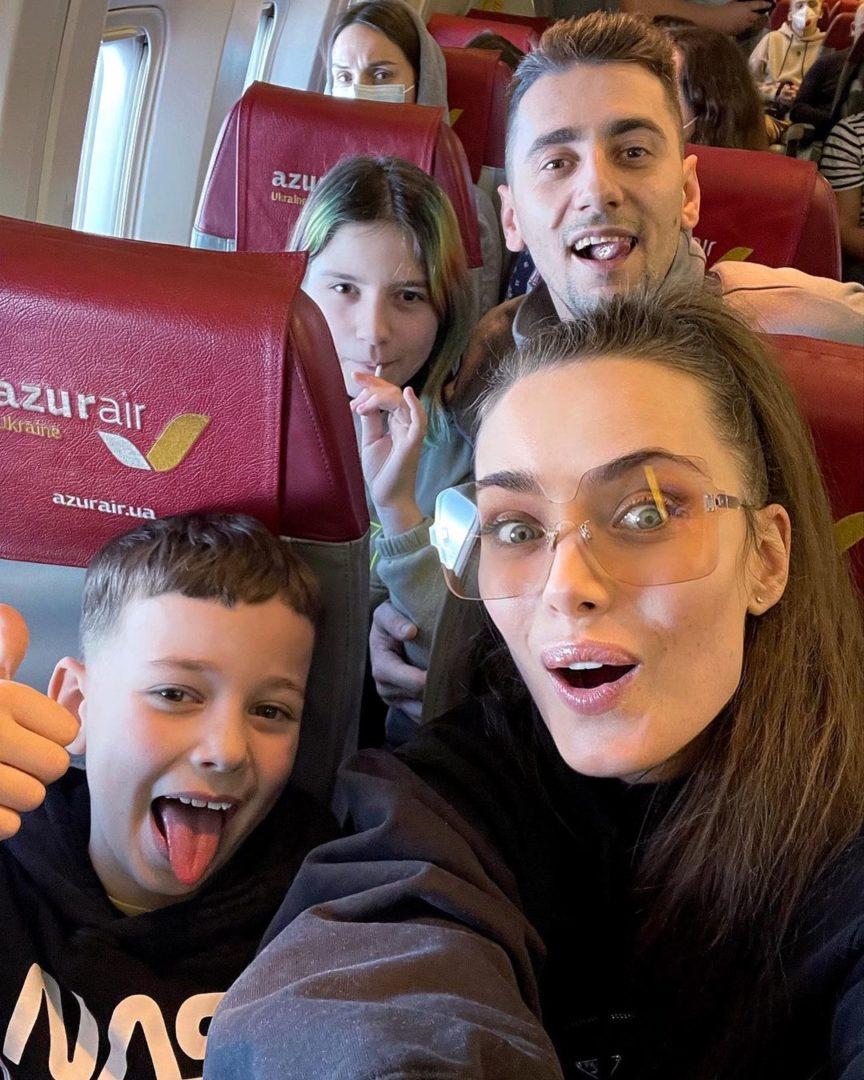 Ксения Мишина с Алексендром Эллертом и детьми