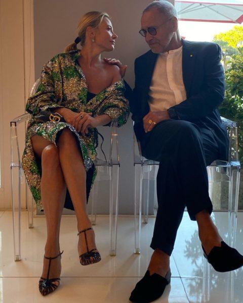 Юлія Висоцька дивиться закоханими очима на Андрія Кончаловського після 25 років шлюбу