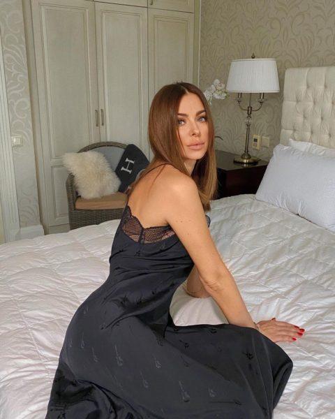 """Ани Лорак показала """"постельное"""" фото и заговорила о любви"""
