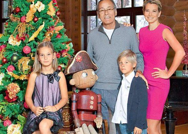 Высоцкая и Кончаловский с детьми. Фото сделанное до трагедии