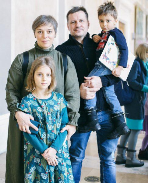 Неллі Уварова з чоловіком і дітьми