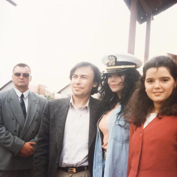Марічка Падалко в ролі перекладача у сестри Джексона