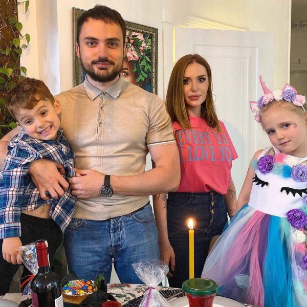 Слава Камінська з колишнім чоловіком і дітьми