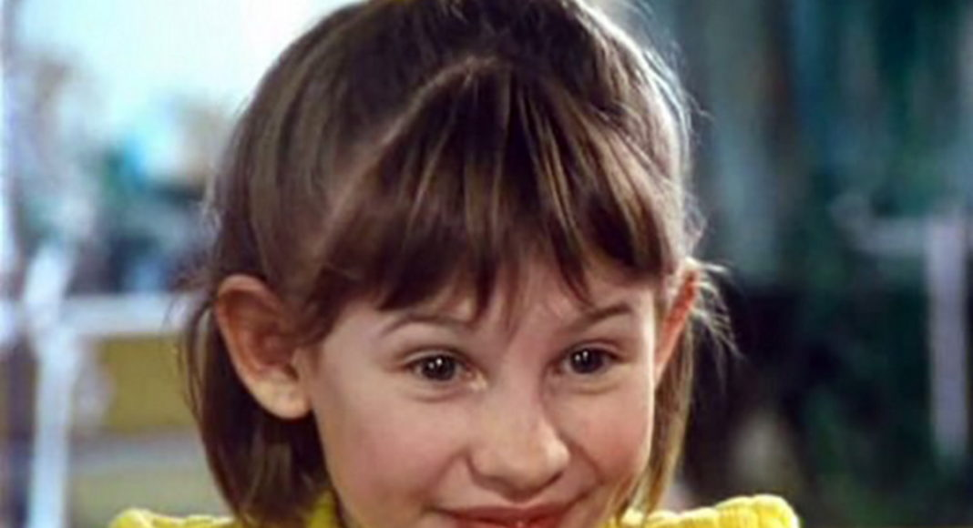 Как сейчас выглядит Анна Цуканова, которая играла смешную девочку в Ералаше?