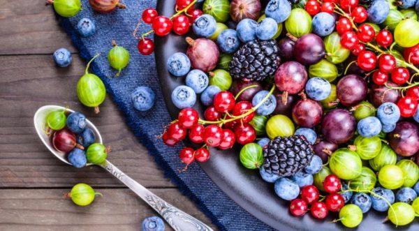 Как приготовить пирожки с ягодами на сковороде и какие ягоды взять?