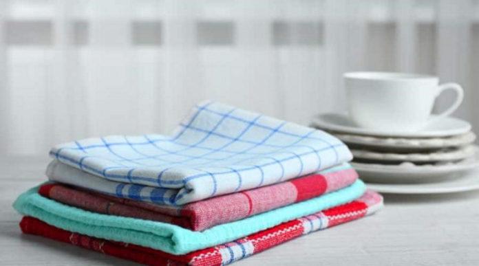 Як відіпрати кухонні рушники від плям і запаху