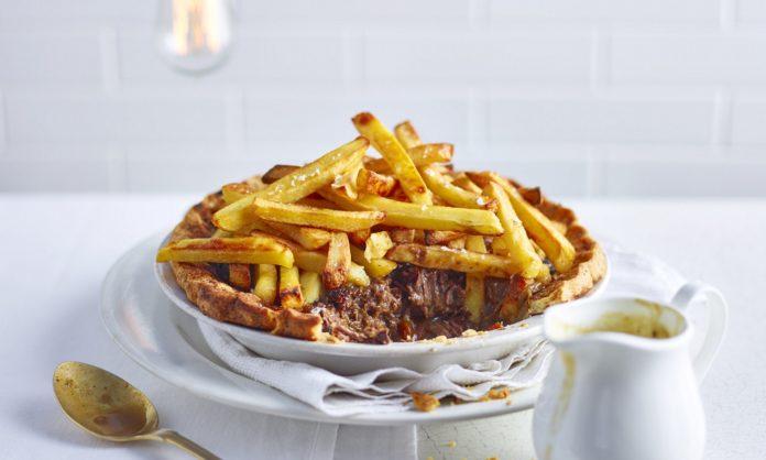 Пиріг зі стейком і смаженою картоплею