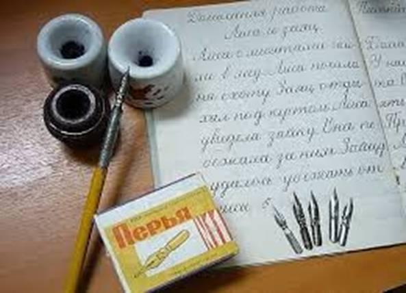 Перьевая ручка и чернильницы