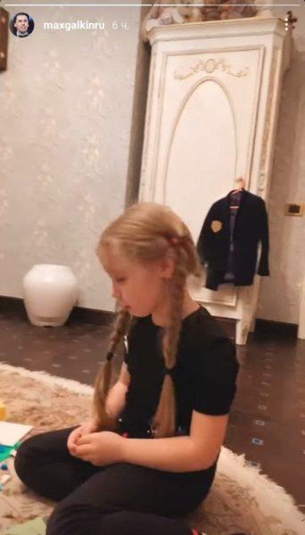 Максим Галкин показал, как играет с дочерью Лизой