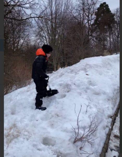 Максим Галкін показав як змушує сина важко працювати