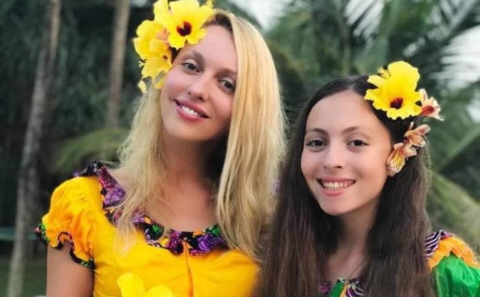 Маша Полякова з мамою