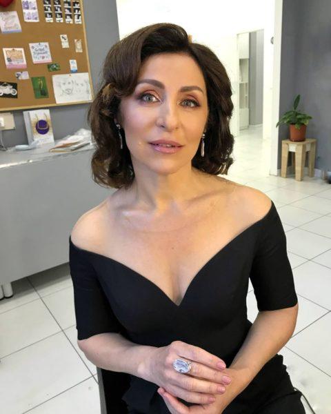 Телеведущая Надежда Матвеева показала себя в вечернем платье за баснословные деньги