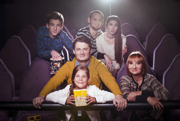 Сім'я Ігоря Кондратюка - зліва направо сини Данила і Сергій, поруч з Сергієм його дівчина, в першому ряду дружина Олександра і дочка Поліна