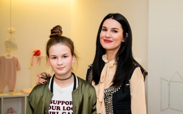 Маша Ефросинина с дочкой