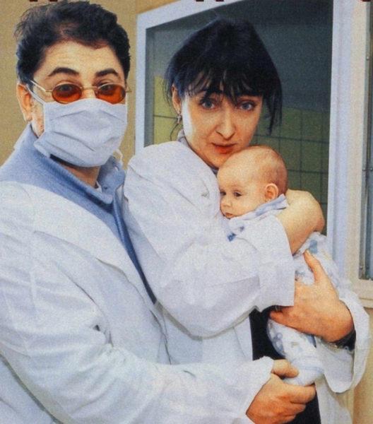 Олександр Цекало і Лоліта Мілявська з новонародженою дочкою