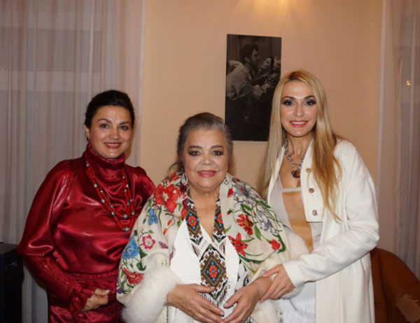 Наталья и Ольга Сумские с мамой Анной Ивановной