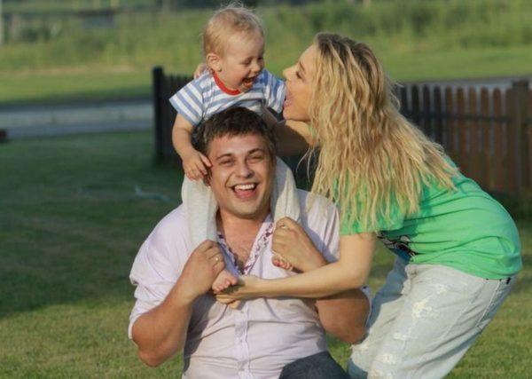 Тина Кароль с мужем Евгением Огиром и сыном Веней