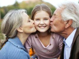 Бабушка, дедушка и внучка