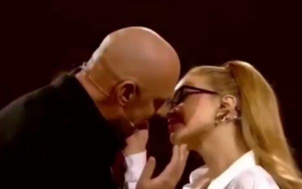 Тіна Кароль і Потап поцілувалися на відео перед усією країною