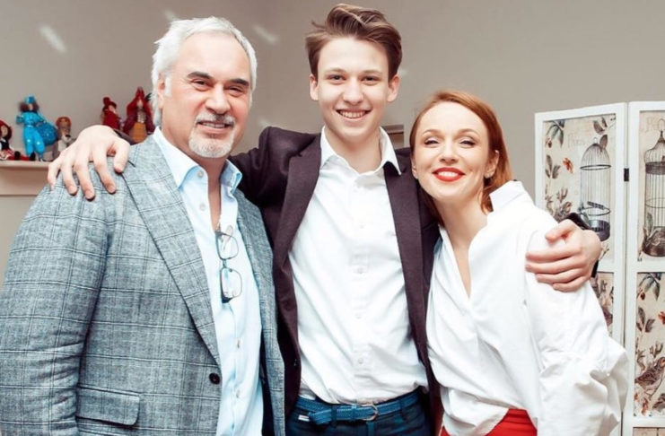 Валерий Меладзе и Альбина Джанабаева со своим старшим сыном Костей