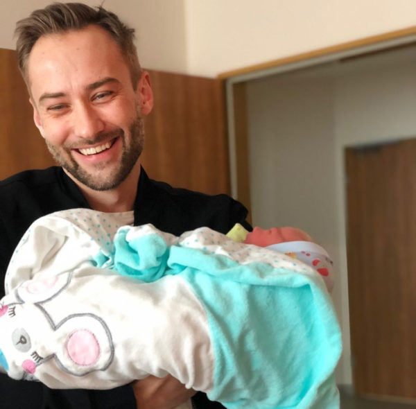 Дмитрий Шепелев с новорожденным сыном Тихоном