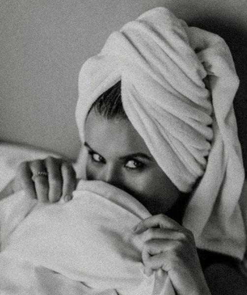 Жена Дмитрия Монатика показала постельные фото