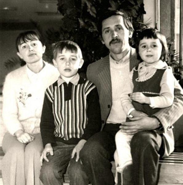 Архивное фото семьи Заворотнюк