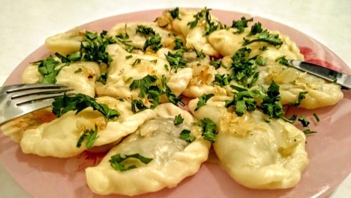 Вареники з картоплею як у бабусі - неперевершений рецепт