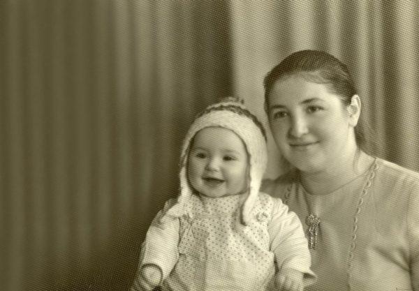 Оксана Марченко зі своєю мамою в дитинстві