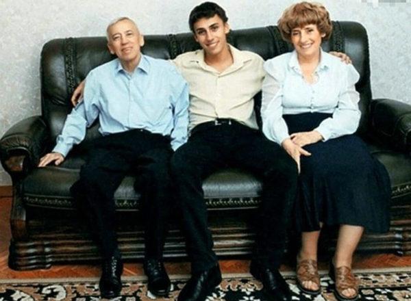 Максим Галкін з батьками