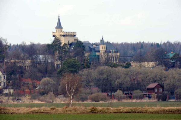 Замок Пугачової і Галкіна