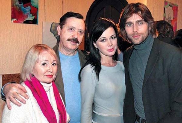 Анастасія Заворотнюк з батьками і чоловіком