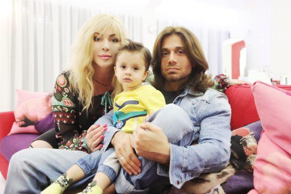 Білик з чоловіком і сином