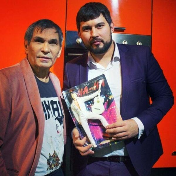 Барі Алібасов зі своїм сином